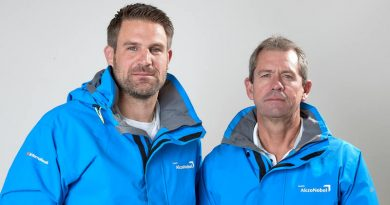 ©Thierry Martinez/Team AkzoNobel   Simeon Tienpont (NED), voormalige schipper & Brad Jackson (NZL), Nieuwe Schipper
