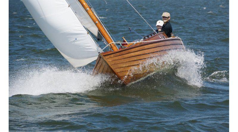 Kampa's camera: Dit wordt een Noorse Volksboot genoemd, maar in Noorwegen zie je ze niet. Deze is gebouwd door Piet Bouwhuis uit Durgerdam.