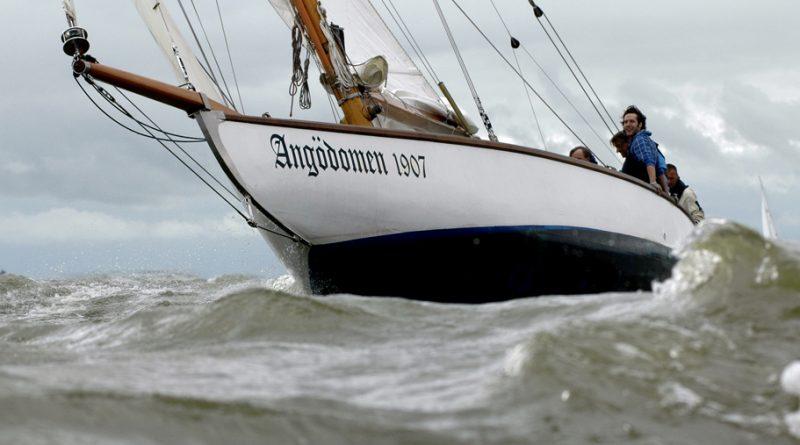 Kampa's camera: De Angödomen uit 1907 tijdens een VKSJ-wedstrijd op het IJsselmeer.