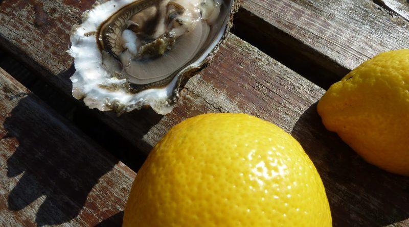Grote oester met citroen