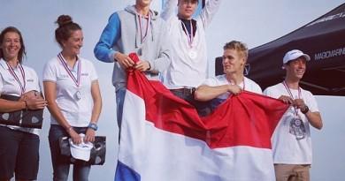 Trotse winnaars van het Jeugd WK 49er FX, Bart Lambriex en Philip Meijer
