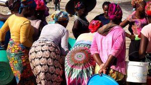 Vismarkt op het strand in Santiago de Kaapverdië