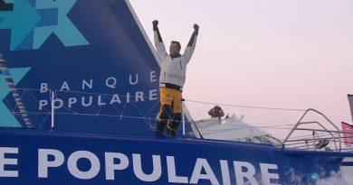Winnaar Armel le Cléach van de Vendée Globe 2016