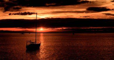 Ideale vertrekkersboot bij lage zon