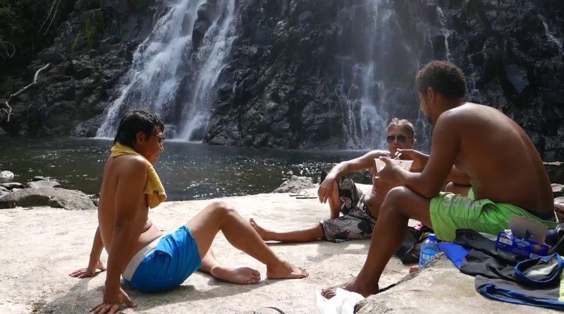 Josh bij waterval