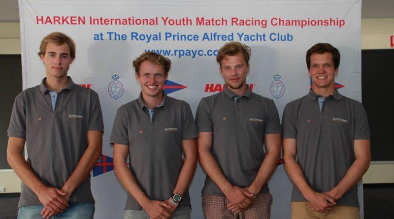 Jelmer van Beek, Rutger Vos, Robin Jacobs en Will Dargville in Sydney met team Dutch Wave bij de International Harken Youth Match Race
