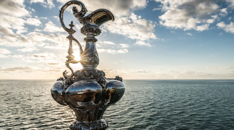De America's Cup trophy of Auld mug